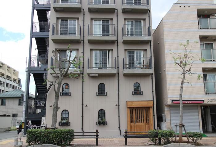 雨樋、窓、ベランダ、非常階段などディテールを追求したアパルトマンの1、2階が『Cont'd』。