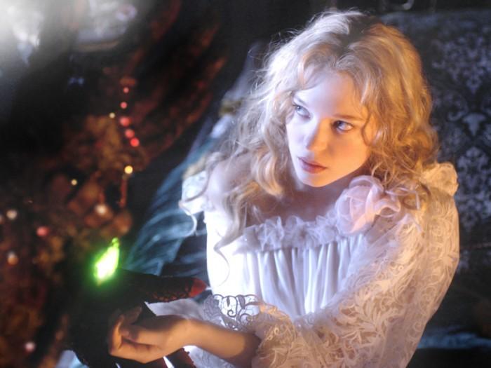 賢く勇気のある美しきヒロイン、ベルを演じるレア・セドゥ。古くからのこの物語に新しい息吹をもたらすことに成功しています。