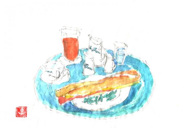 『カフェ・ド・フロール』にて。カフェオレとジャンボンフロマージュ、ジュドランジュ。オレンジも絞りたてでお隣の『ドゥ・マーゴ』よりも美味しいです。© Takayoshi Tsuchiya