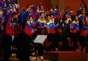 世界を驚かせる音楽教室 エル・システマのキセキ- 2 -ベネズエラ国旗と踊るマンボ、太陽のオーケストラ。