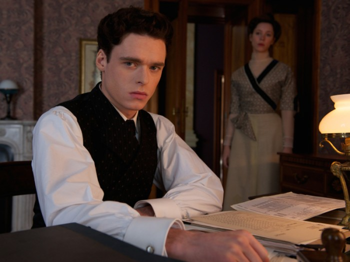 1912年、ドイツ。実業家カール・ホフマイスターのもとに優秀な新人フリドリック(リチャード・マッデン)がやって来る。フリドリックはカールの妻ロットにひと目で心を奪われてしまう。