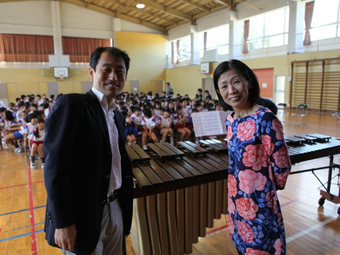 菊川穣さんとミカ・ストルツマンさん。
