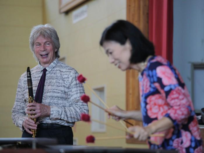 クラリネット奏者 リチャード・ストルツマンさんと妻でマリンバ奏者のミカ・ストルツマンさん。
