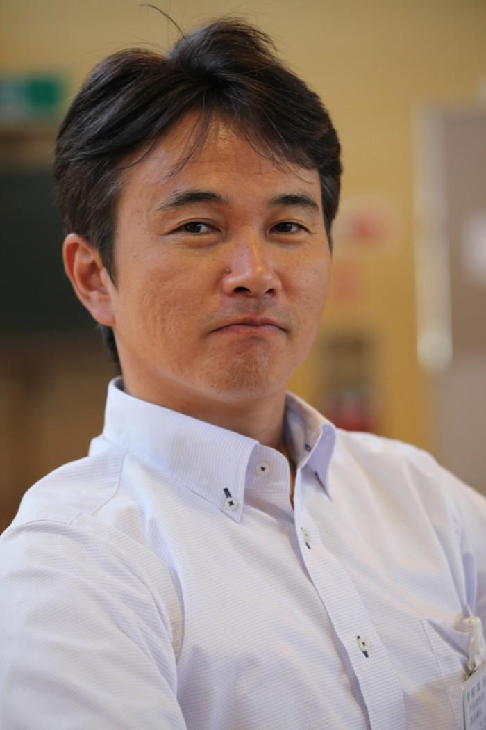 相馬市教育委員会の志賀拓広さん。鑑賞教室もうまくいってひと安心です。