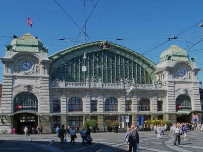 バーゼルのアートめぐりの起点となるバーゼル中央駅(Basel SBB 1909年)