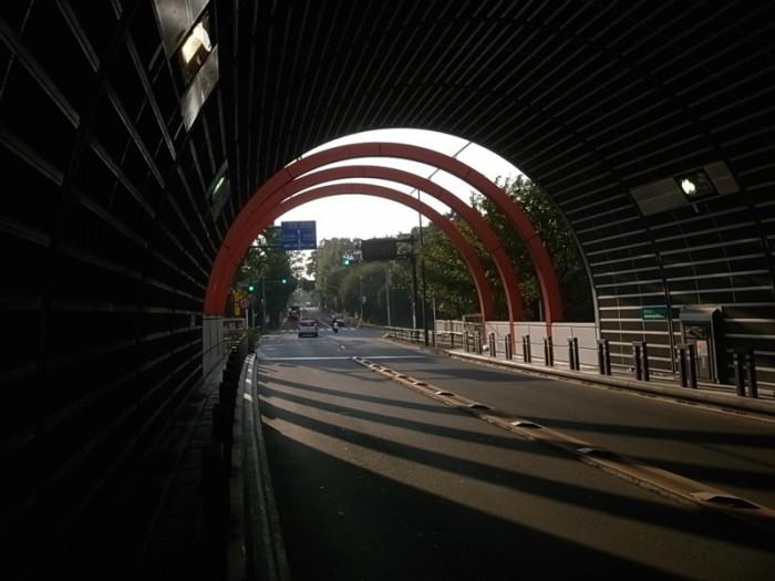 トーキョーモビリティ17。トンネルを抜けると、そこはファッションだった。乃木坂トンネルの青山側出口。