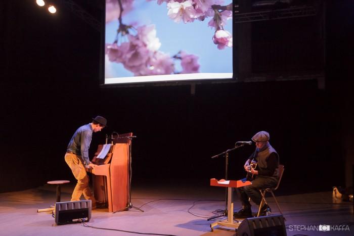 Dakota Suite with Quentin Sirjacqのライブ(2014) Photo by Stephan Kaffa