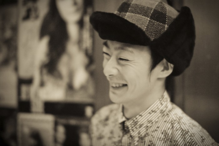 大口俊輔(ピアノ、アコーディオン)   鍵盤奏者、作曲家。NHK『あまちゃん』劇中音楽でのアコーディオン演奏の他に、数多くの劇音楽やファッションショーを数多く手がける作曲家でもある。