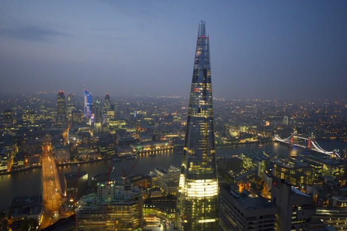 『デザイン博物館』の西には三角形のロンドンの新ランドマークビル ザ・シャードが。レンゾ・ピアノの設計。©VisitBritain/ Jason Hawkes