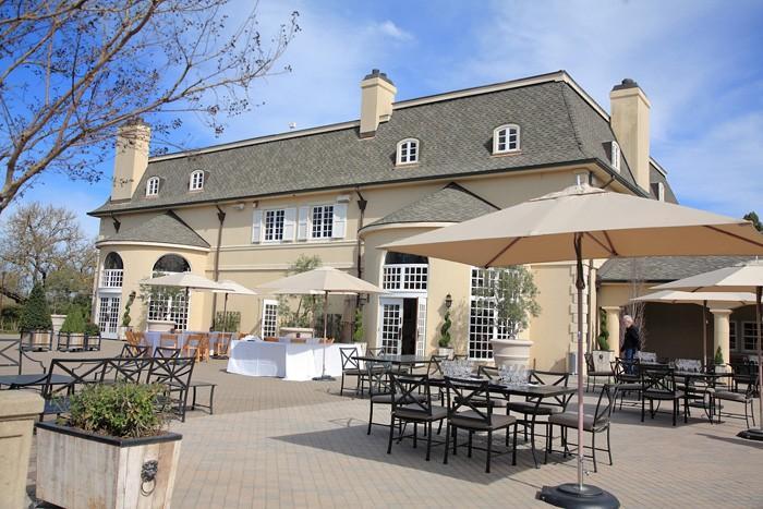 ワイン・センターの裏庭では大人数のパーティの開催も可能