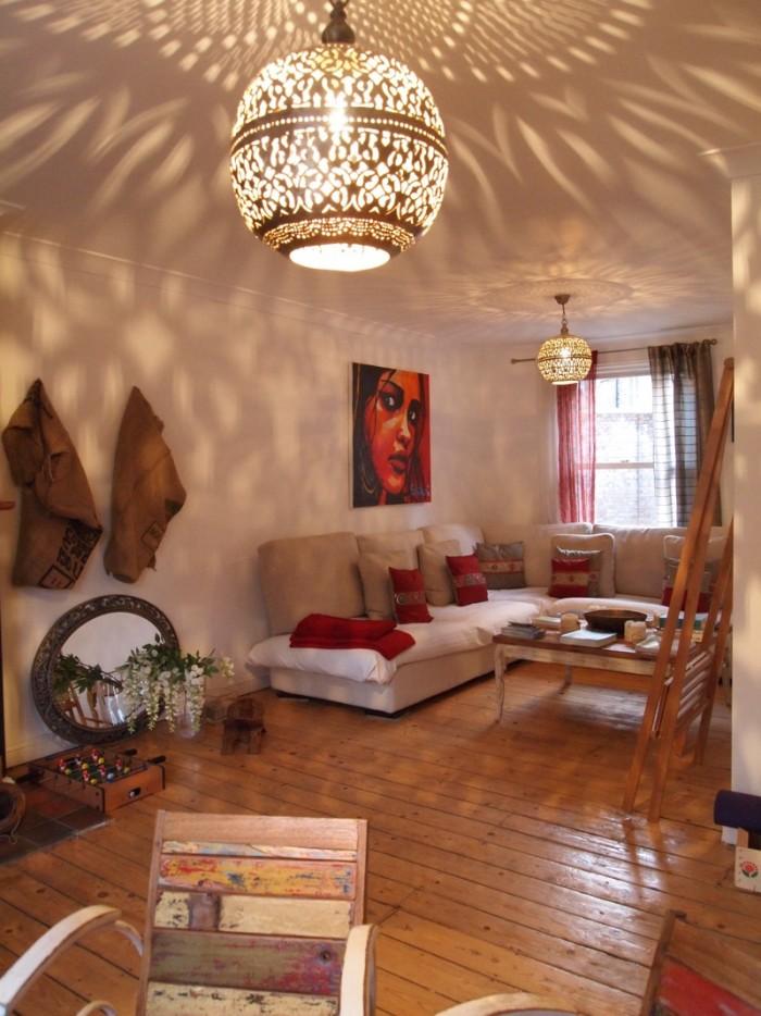 2Fリビングの一角。お部屋や、階段の踊り場などアートが随所に。