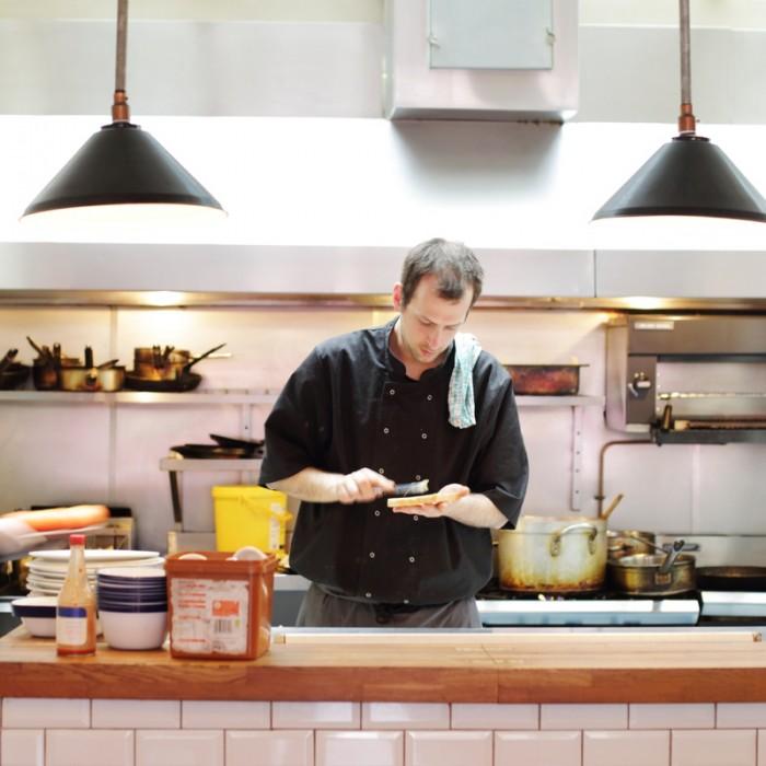 朝食メニューはポリッジ(オーツ麦のおかゆ)4.5ポンド、ベジソーセージがつくフル・イングリッシュ ベジタリアンブレックファスト 8ポンドなどもあります。