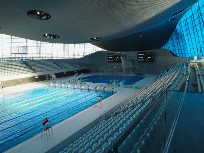 『アクアティクス・センター』は、2014年4月から市民が利用するプールとして開放されている。ターコイズブルーのウィンドウとプールの青がシンクロ。