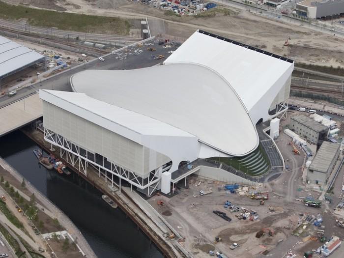 大会当時は『アクアティクス・センター』を囲んでウィング状に座席部を設置、1万7500人収容した。現在はウィング部をとり2000席にサイズダウン。