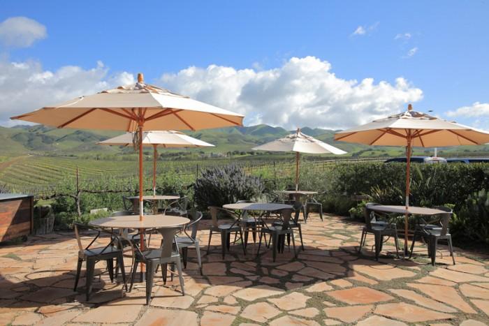 この開放感がカリフォルニア。冬でもテラスでワインが愉しめる