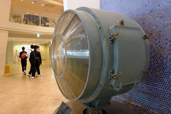 灯台は時代遅れだなんて言われたくない、レンズの存在感。