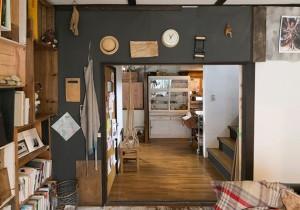 ギャラリーのように楽しむ独創性を求めて変化し続ける家