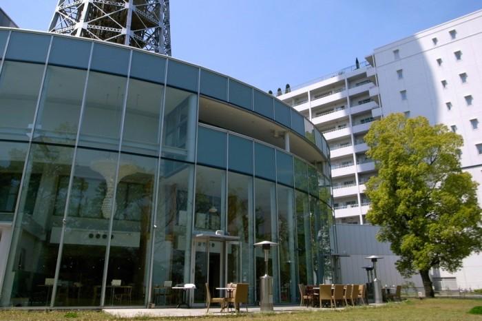 山下公園側のテラスにはイタリアン・カフェもある。