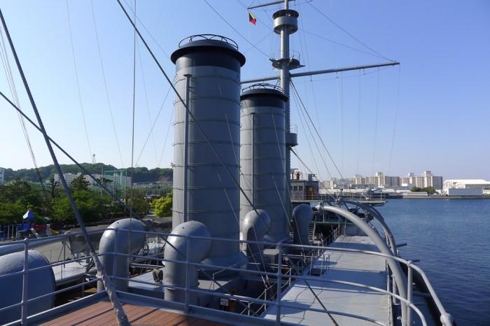 船尾の艦橋から右舷方向