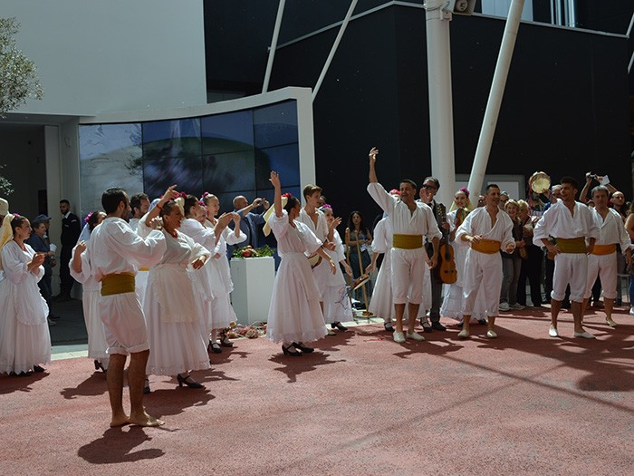 週末ともなると、「カルド」では、イタリア各州の舞踏やパフォーマンスが繰り広げられ、お祭り気分を盛り上げる。