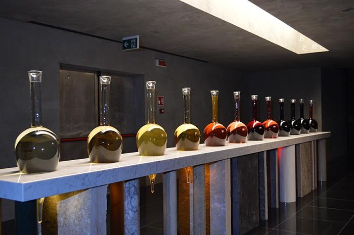 ワインパビリオン入口のディスプレー。