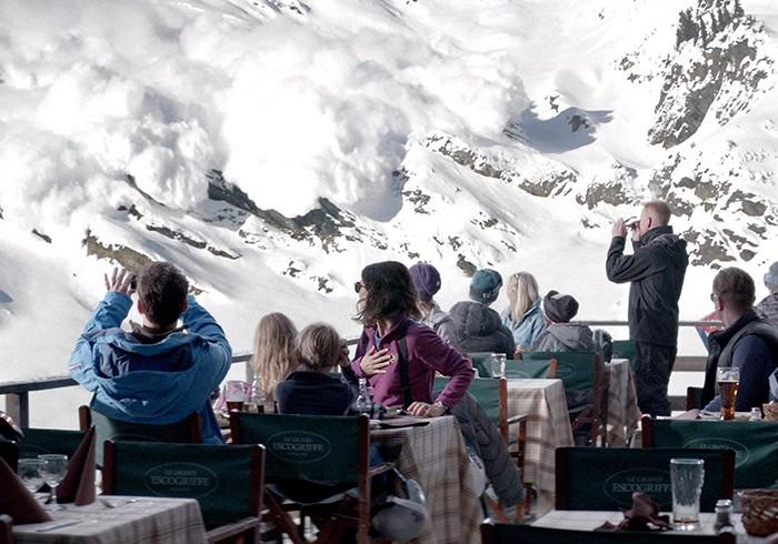 絵葉書のように美しい風景の中で起こる、ちょっと見たことのない家族ドラマ『フレンチアルプスで起きたこと』
