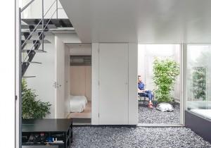 都市生活者のためのプラットフォーム内と外をゆるやかにつなげ、時の移ろいを映す家