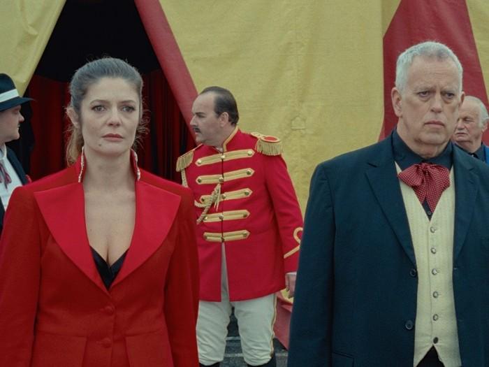 エディが道化師を務めるようになったサーカスの支配人役は、チャップリンの息子 ユージーン・チャップリンが演じている。