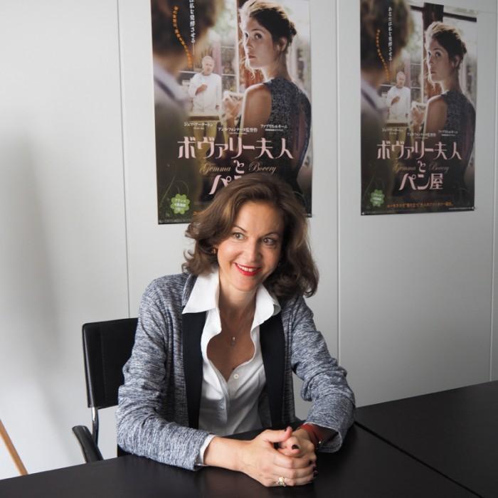 アンヌ・フォンテーヌ監督プロフィール Anne Fontaine 1959年ルクセンブルグ生まれ。女優を経て93年映画監督デビュー。『ドライ・クリーニング』(97)でヴェネチア映画祭最優秀脚本賞を獲得。『ココ・アヴァン・シャネル』(09)で国内外で多くの賞に輝く。