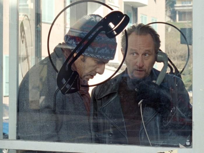 3 鼻をつまんで声色を変えチャップリン邸に電話をかけてみるがなかなかうまくいかない……。オスマン役にはロシュディ・ゼムをと思いついたボーヴォワ監督、彼に合うのは? と考えた時にエディ役はフランスで大人気のコメディアン ブノワ・ボールヴールドを思いついたそう。