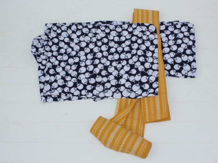 博多と名の付く帯のひとつです。幾何学模様が特徴。ベースの色は白、グレー、赤などたくさんあります。