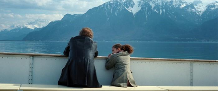 物語の舞台になるのはスイスの景勝地 レマン湖畔の町 ヴヴェイ。ともに船に乗ったりサーカスに行ったり幼いサミラとすっかり仲良くなったエディ。サミラの夢は獣医になること。でもこのままの経済状態では進学も難しい。