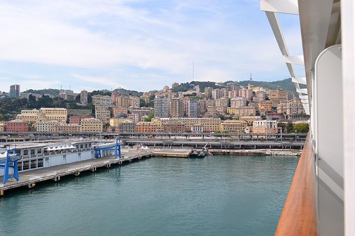ジェノバ港を出航。