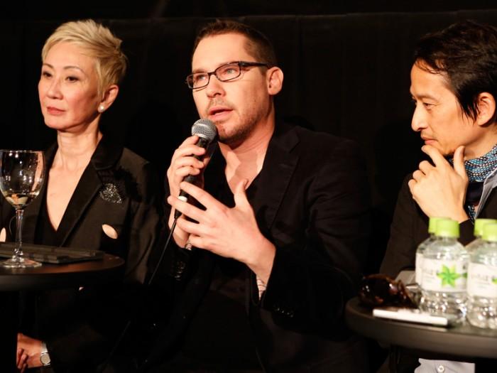 『東京国際映画祭2015』審査委員長を務めたブライアン・シンガーほか、委員のトラン・アン・ユン監督、プロデューサーのナンサン・シーら。© 2015 TIFF
