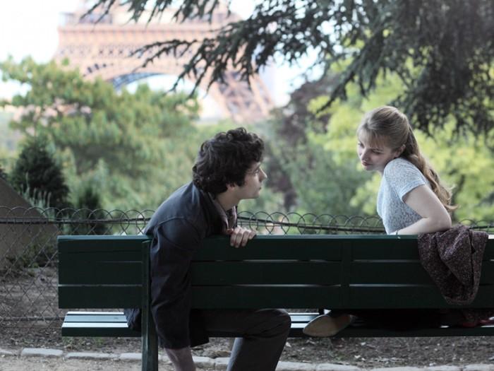 やっとふたりでいられる時間に辿りつくポールとエステル。「これで本当の自分になれた。あなたの何かが響いた」ふたりの恋は5年続き、そのエピローグは映画のラストで明かされる。