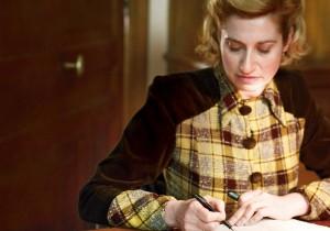 映画『ヴィオレット—ある作家の肖像—』主演女優 エマニュエル・ドゥヴォスインタビュー「女優オーラ」の秘密に迫る。