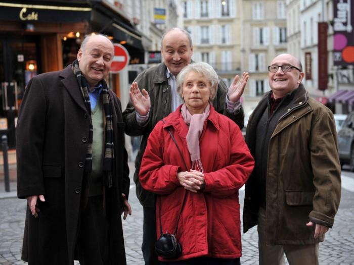 夫に先立れたマドレーヌ(アニー・コルディ)。ミシェル(ミシェル・ブラン)はじめ3人の息子に懇願されて老人ホームに入居することになる。主題歌は1942年にシャルル・トレネが作詞、レオ・ショーリアックと共同作曲したスタンダードナンバー『Que reste-r-il de nos amours?(邦題:残されし恋には)』ジュリアン・ドレのカバー・バージョン。フランソワ・トリュフォー監督作『夜霧の恋人たち』の主題歌でもある。©2013 Nolita cinema – TF1 Droits Audiovisuels – UGC Images – Les films du Monsieur – Exodus – Nolita invest