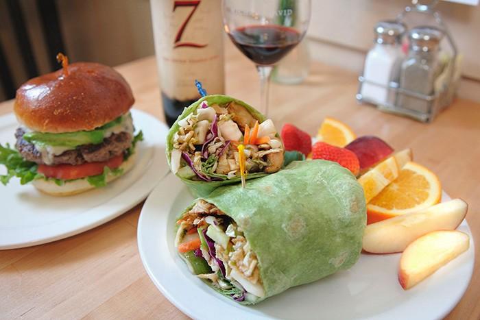 ハンバーガーにセヴン・デッドリー・ジンズ、鉄板の組み合わせ