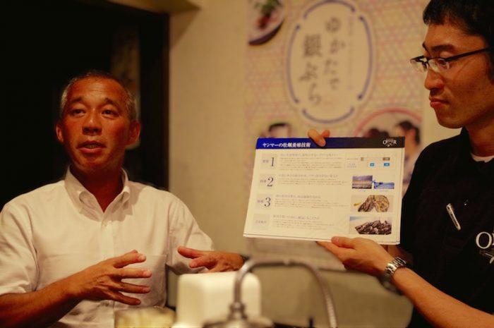 牡蠣の生産研究歴34年・ヤンマーマリンファーム所長の加藤元一氏(左)と、企画グループの亀井貴司氏(右)。