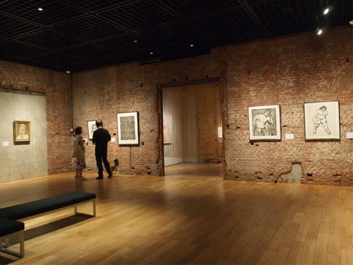 本展で大きくとりあげられている1922年ドイツ・ベルリン生まれの画家 ルシアン・フロイドの一角。モデルに長時間ポーズをとらせ執拗に描いたという。