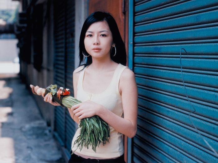 小沢剛 『ベジタブル・ウェポン―番茄(トマト)火鍋/台北』 2005年