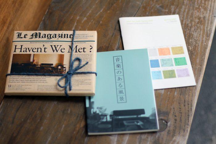 左から、10周年のコンピレーション盤、5周年のミニブック、3周年のミニブック
