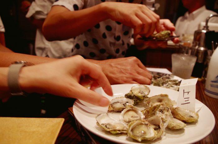 食べ比べの楽しみに、参加者の食指もどんどん伸びる。