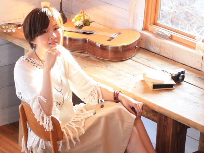 """デビュー作の1stミニアルバム『雨粒』は2008年発売。今年はフルアルバムに挑戦。ここから、はじまる""""八ヶ岳南麓ボッサ""""『Sketchbook/ナナマリ』をリリースしたナナマリさん。"""