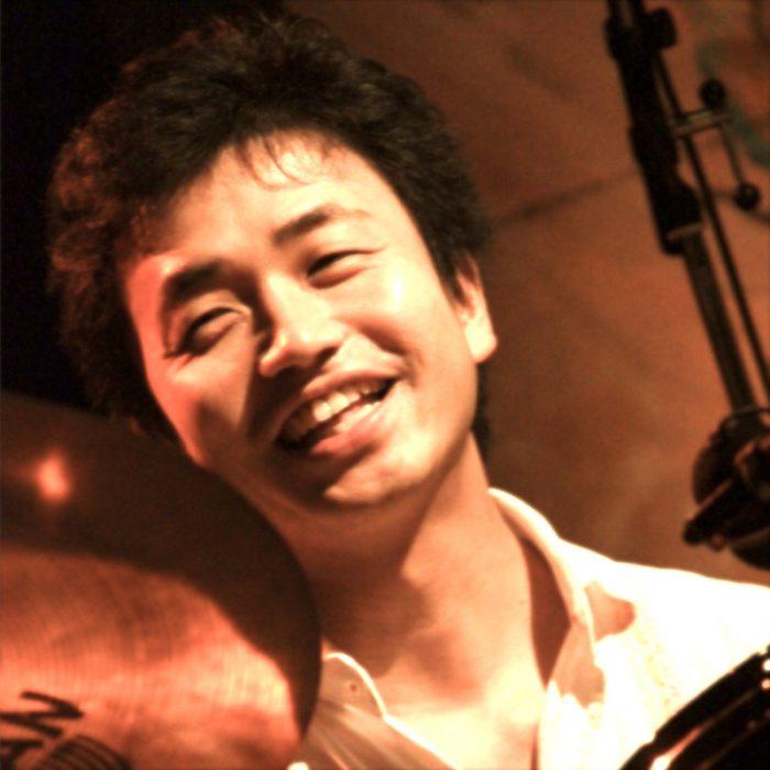 プロデューサーでドラマーでもある平井景さん。