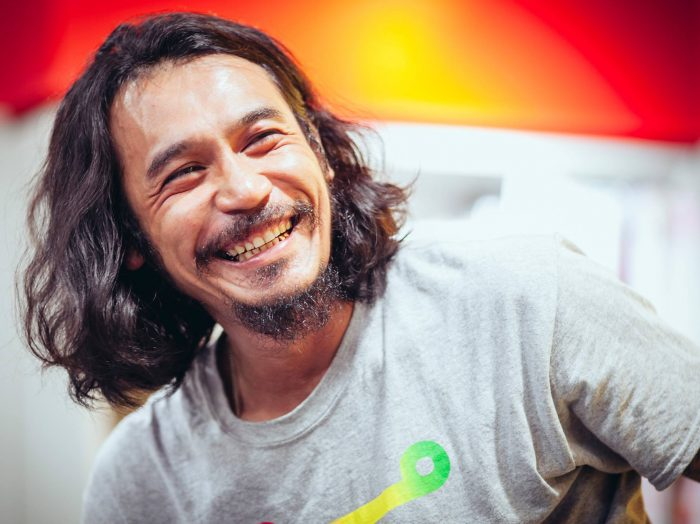 『オールディックフォギー』ボーカル兼マンドリン担当の伊藤雄和さん。