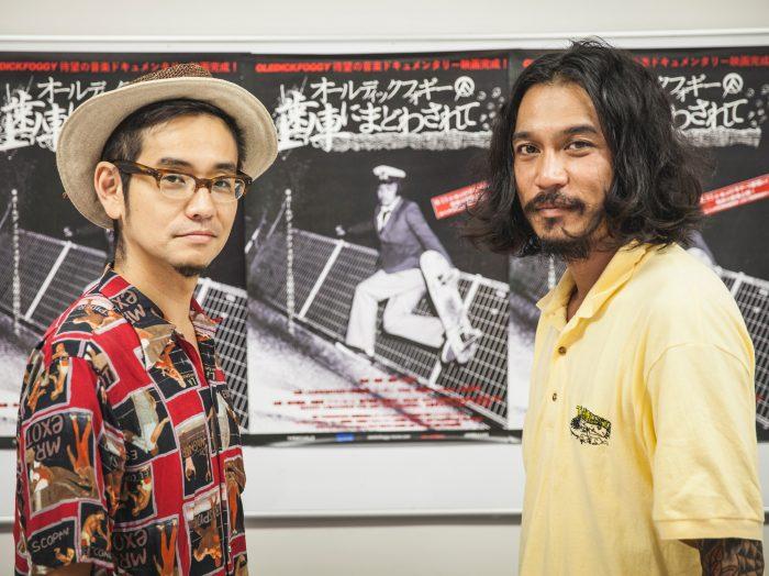 川口潤監督(左)と伊藤雄和さん。川口は『OLEDICKFOGGY』としてステージに立つ伊藤雄和、労働作業をする伊藤雄和、家庭での伊藤雄和をとらえる。就職、結婚、子供を持ったりすることで、バンドマンたちが周りからどんどんいなくなっていっている中で、バランスを保てることが自分らしさだと伊藤さんは語る。