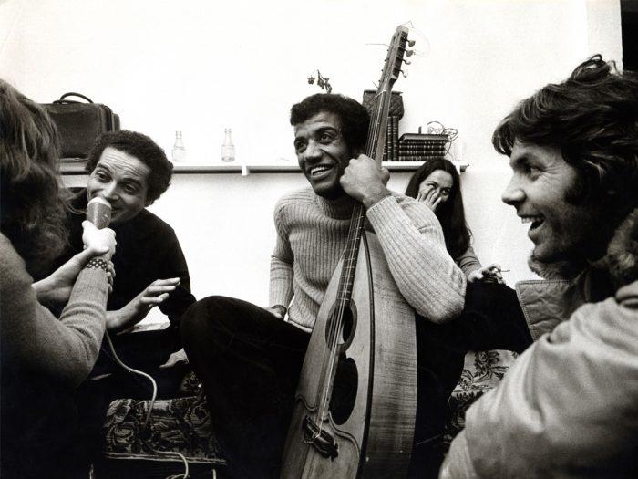 『男と女』劇中アンヌの回想シーンで歌われた名曲『サンバ・サラヴァ』。録音はバーデン・パウエル宅で。左・バーデン・パウエル。中・ミルトン・バナナ、右・ピエール・バ ルー。
