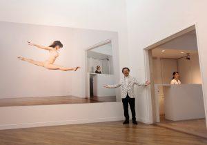 『原美術館』が快楽の館に。 篠山紀信が『原美術館』で撮り下ろす、 ヌードと現代美術、建築の競演。