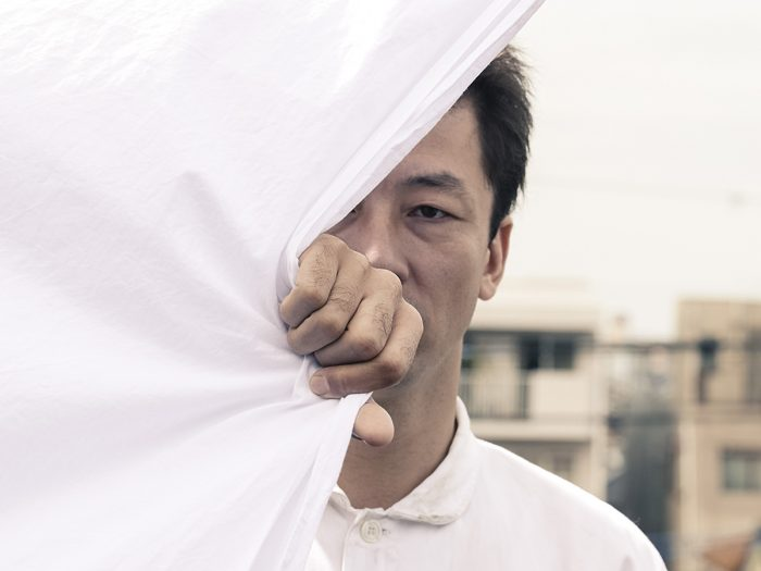 章江は八坂を訝るのだが、至って真面目な仕事振り、生活態度。章江のキリスト教信仰にも理解を示し、自分の過去を明かす。